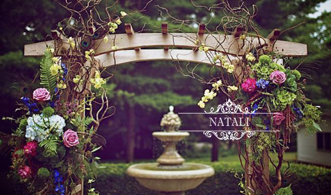 Свадебная арка с живыми цветами. Недорогой прокат свадебных арок в Киеве