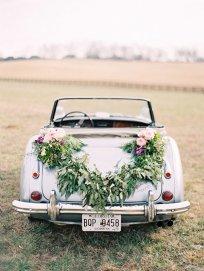 Украшение свадебных автомобилей цветами