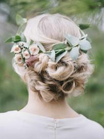свадебная прическа, Свадебная прическа, Заказать украшения для прически, Купить свадебные украшения для волос в Киеве, Прическа невесты, Украшения для свадебной прически, Живые цветы для прически, Свадебные украшения для волос, Цветы для свадебной прически,