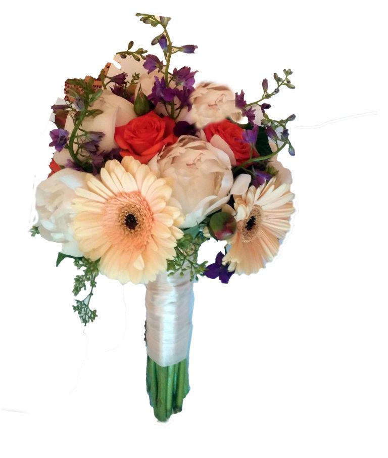свадебный букет из гербер пионов, полевых цветов, роз