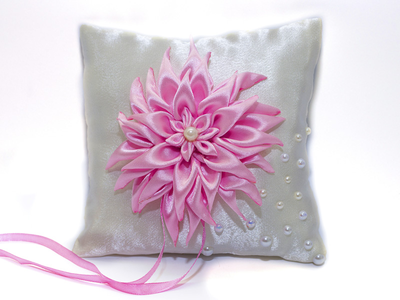 Подушка для колец с декором георгина