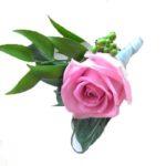 бутоньерка из розовой розы,бутоньерка для жениха