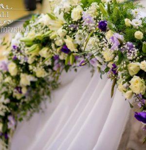 Свадебная арка в лиловом цвете