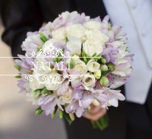 свадебный букет из фрезий, роз и альстромерий