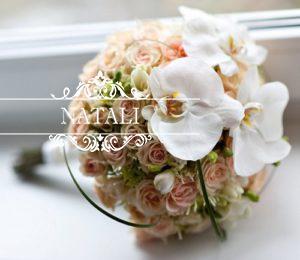 свадебный букет невесты с кустовой розой яна и орхидеей