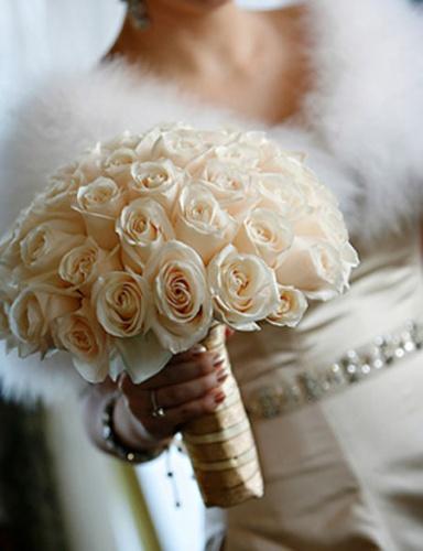 свадебный букет из нежно кремовых роз