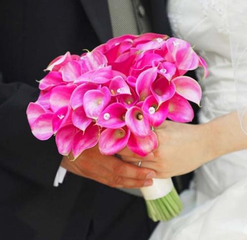 букет невесты из розовых мини-калл