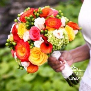 букет невесты с каллами, розами, зеленью