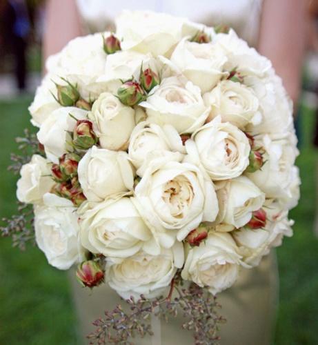 Букет невесты из белых роз Девида Остина