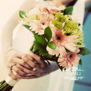 свадебный букет невесты из гербер и хризантем