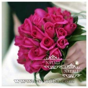свадебный букет из роз цвета фуксии