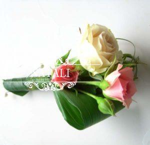 свадебная бутоньерка с кустовой розы