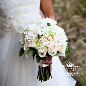 букет невесты из роз и георгин