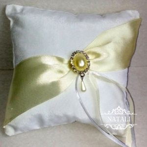 Подушка для колец с оливковой лентой