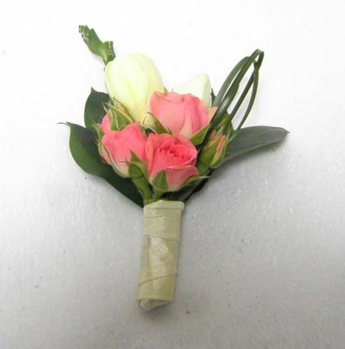 бутоньерка из роз