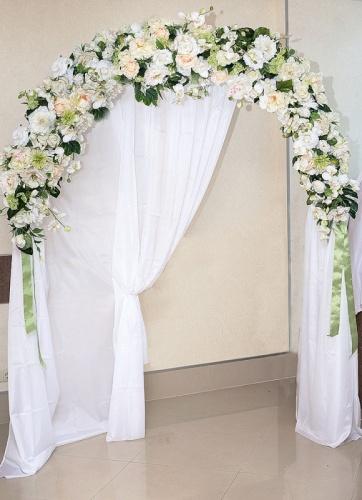 Свадебная арка в кремовых тонах