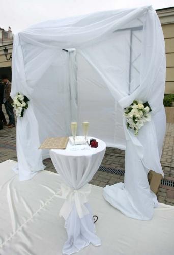 квадратная свадебная арка-хупа