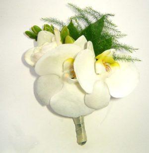 бутоньерка из орхидей