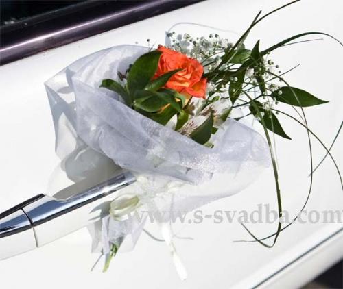 украшение дверей лимузина цветами