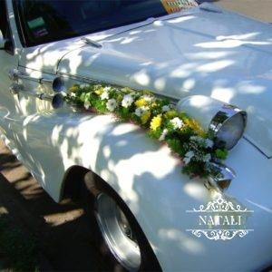 украшение ретро автомобиля цветами