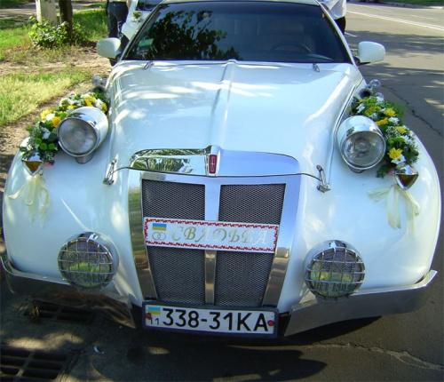 украшение цветами на свадьбу ретро автомобиля
