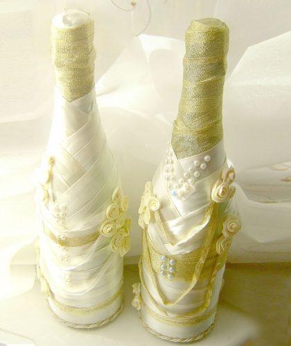 Украшение свадебного шампанского в золотых тонах
