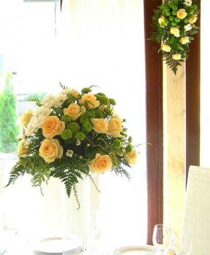 цветы в мартиницах на гостевые столы