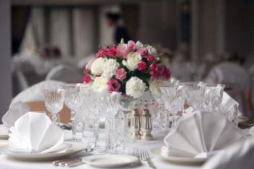 украшение гостевых столов в ресторане Интерконтиненталь