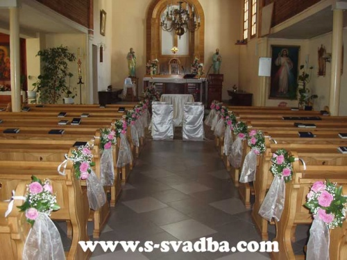 венчание, украшение костела живыми цветами