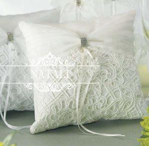 Гипюровая подушка для колец