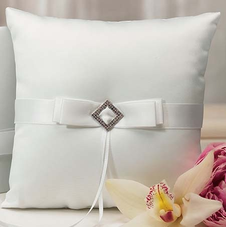 Подушечка для колец с белой ленточкой