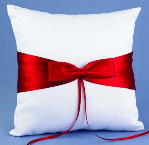 Свадебная подушечка для колец с красным бантом
