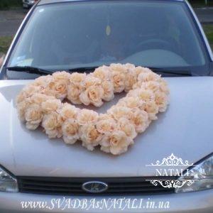 прокат на машину из персиковых роз