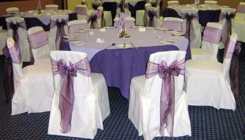Прокат белых свадебных чехлов на стулья