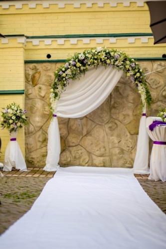 Свадебная арка с дорожкой