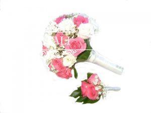 свадебный букет из роз и гипсофилы
