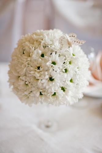 Цветочное оформление свадебного стола молодых