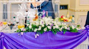 Цветочное оформление стола молодоженов
