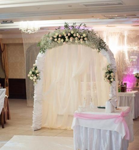 Свадебная арка из гипсофиkы и роз