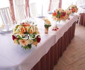 украшение свадебного стола герберами и розами