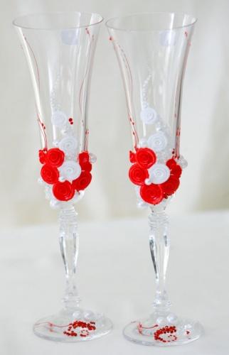 Свадебные бокалы в красном цвете