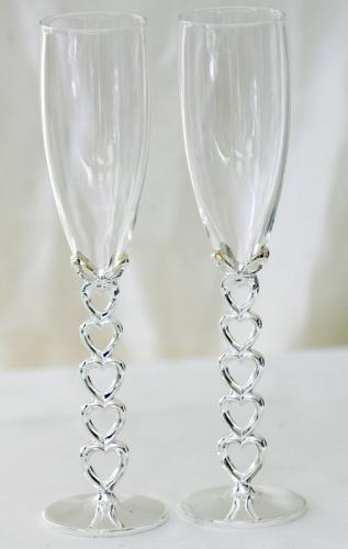 Свадебные бокалы на ножке из сердечек