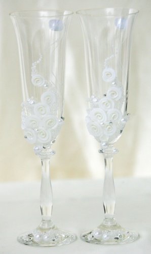 Свадебные бокалы с белыми розочками