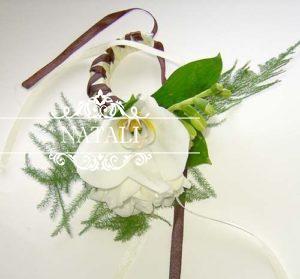 браслет на руку с цветком орхидеи