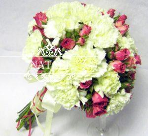 свадебный букет из белых гвоздик ироз