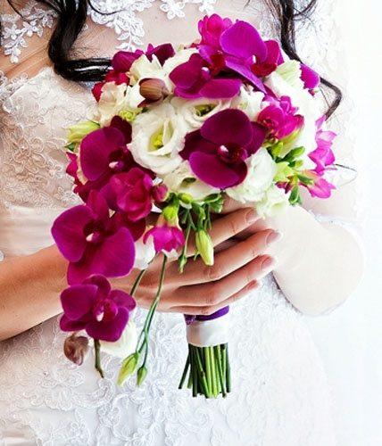 букет невесты из орхтдеи цвета бордо