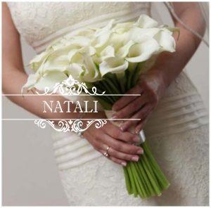 Свадебный букет невесты из белых мини-калл.