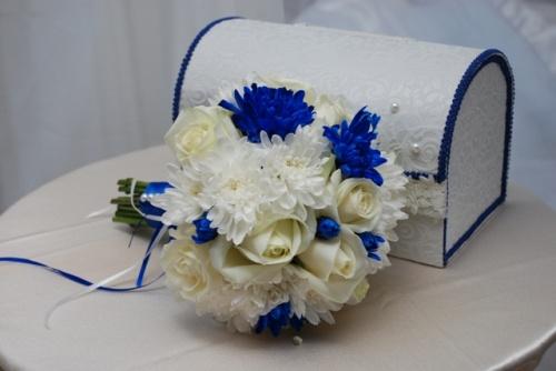свадебный букет из хризантем и роз