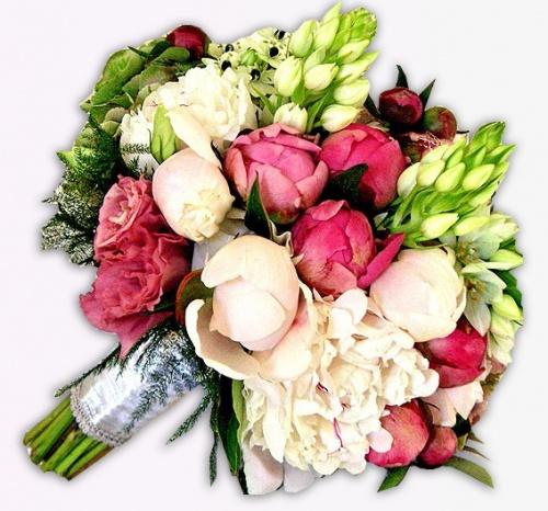 Свадебный круглый букет невесты из разноцветных пионов, орнатогалума