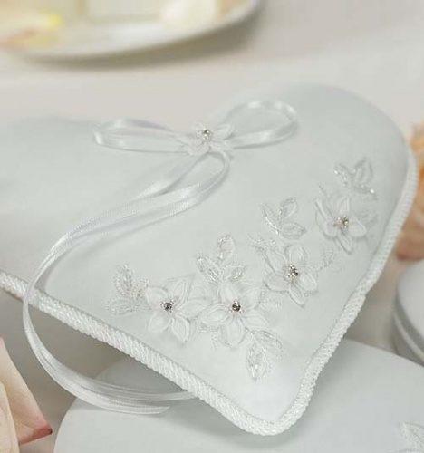 Подушка для обручальных колец в форме сердца